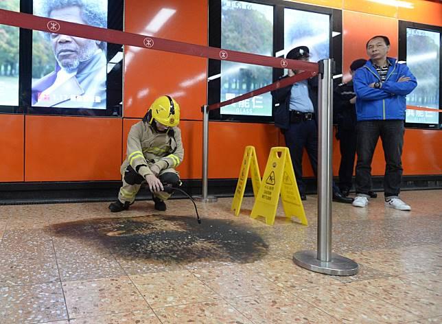 警方及消防到場調查。