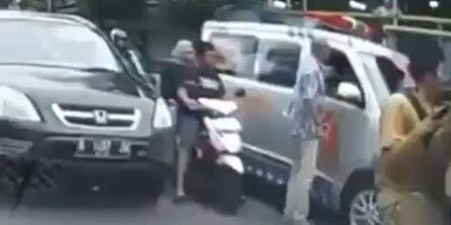 Kasus penganiayaan sopir ambulance (Instagram/jakartainformasi)