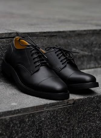 6 Sepatu Hitam yang Nggak Mungkin Kena Razia Sekolah 04e349a9fc