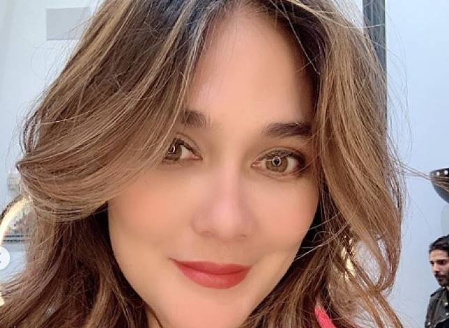 Tampil dengan Rambut Baru, Luna Maya Bikin Netizen Terpukau