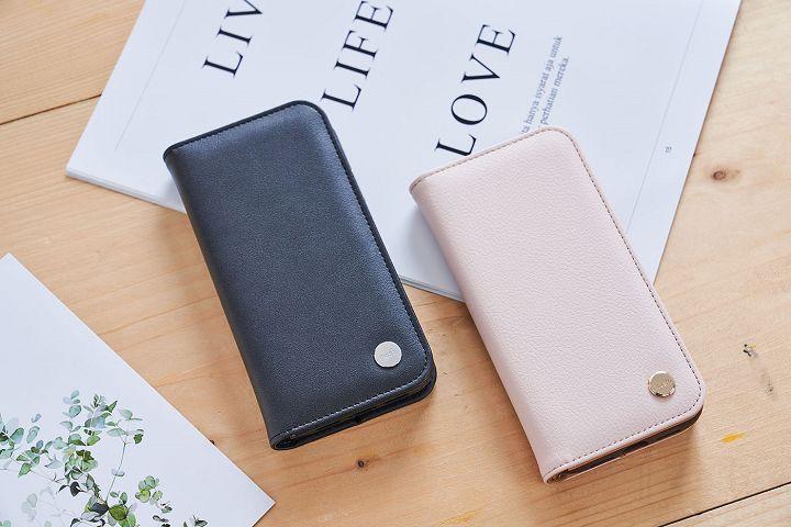 Overture 磁吸可拆式卡夾型皮套有玫瑰粉及墨石黑兩色可以選擇,黑色專業沉穩,粉色輕柔淡雅,展現截然不同的風格。