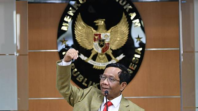 Coordinating Security Minister Mahfud Md delivers a press conference at his ministry building in Jakarta, Thursday, December 12, 2019. ANTARA/M Risyal Hidayat