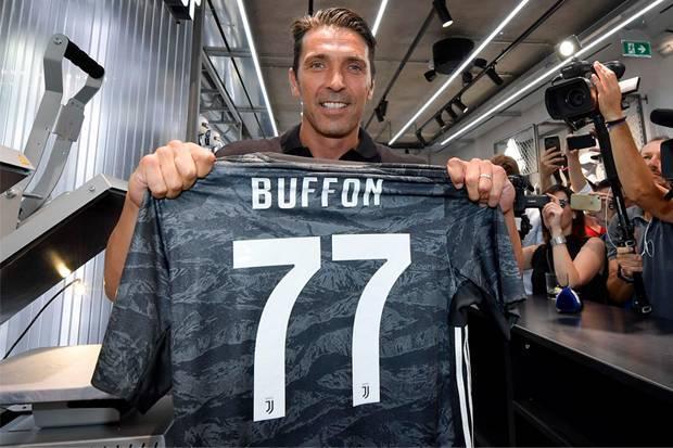 Main Bareng Cristiano Ronaldo, Buffon : Ini Hadiah Terindah