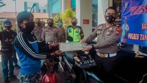 Pemotor Viral yang Lepas Tangan di Bintaro Ditunjuk Jadi Duta Lalu Lintas (1)
