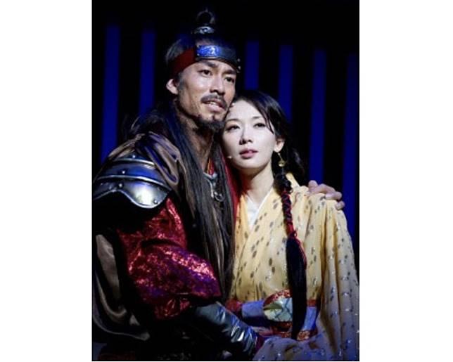 與AKIRA因舞台劇結下不解情緣。
