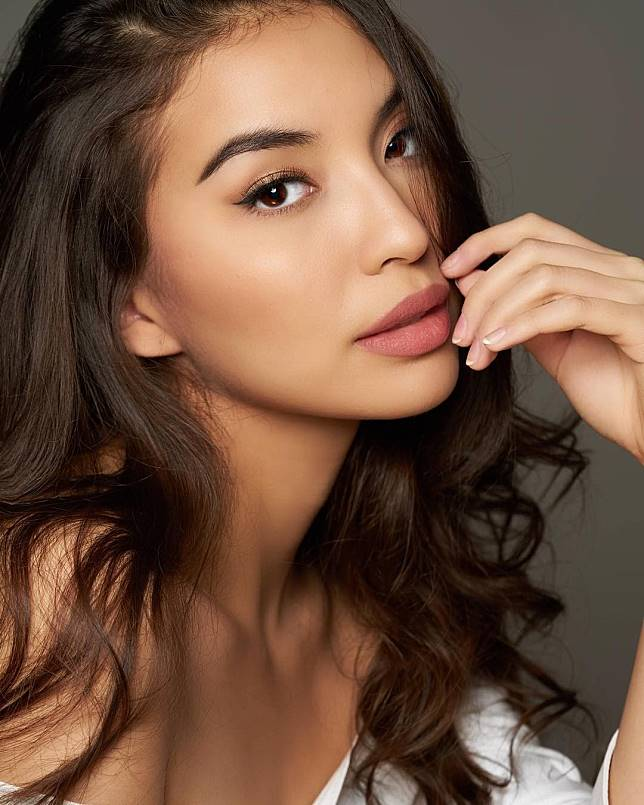 Mengagumkan Artis Cantik Yang Punya Bibir Paling Seksi Dan Sensual