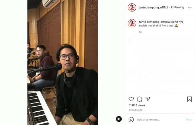 Nissa Sabyan dan Ayus Sabyan kembali aktif bermain band. (Instagram/tante_rempong_offficial)