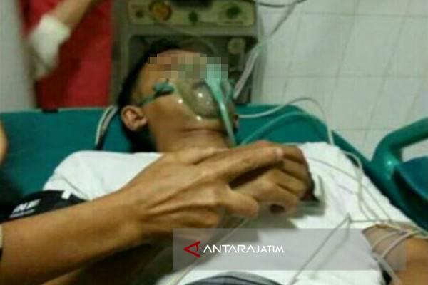 Guru korban pemukulan siswa di SMA Negeri I Torjun, Sampang, Madura. (/)