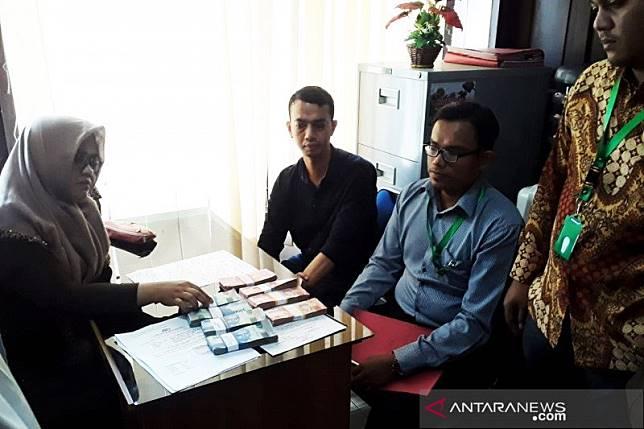 Kejari Banda Aceh tahan PNS terima gaji ganda