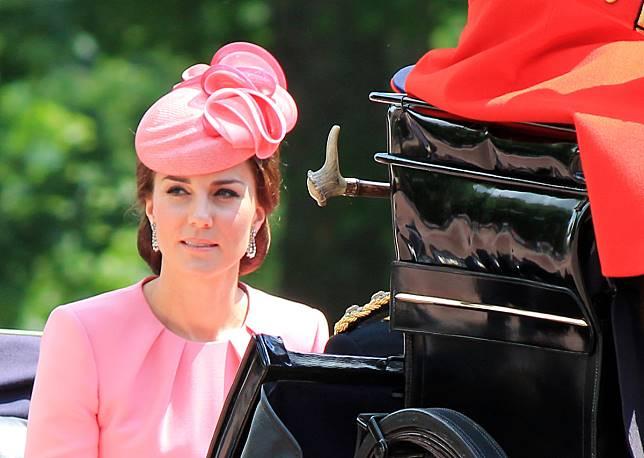 Ini Alasan Kate Middleton Tak Pernah Melepas Coat di Hadapan Publik
