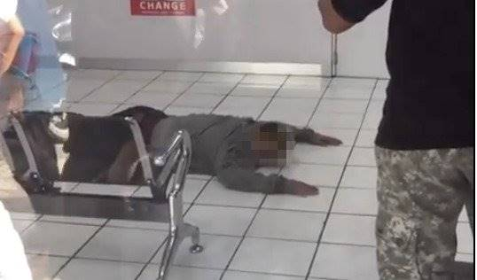 Money changer employee in Denpasar manages to foil robbery attempt even after being stabbed