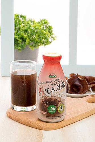 有機黑木耳搭配有機大紅棗,並以有機黑糖提味,喝出健康好滋味。