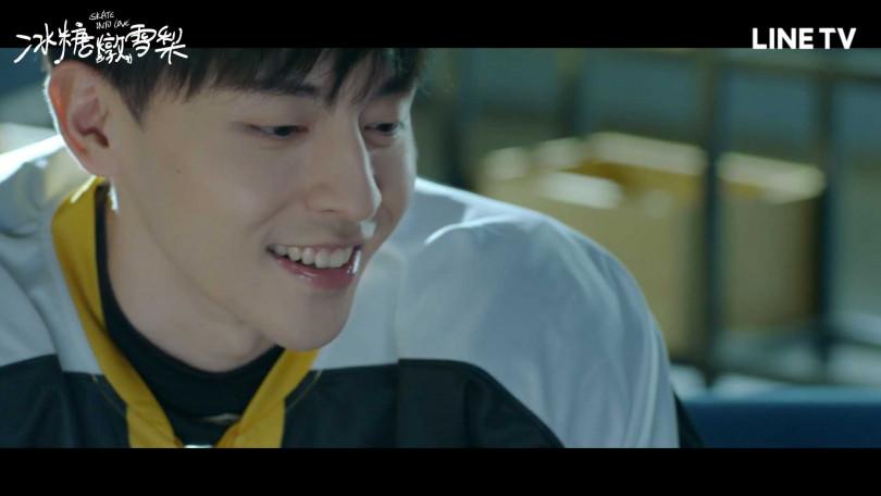 鄧倫客串飾演世界級冰球運動員徐峰。(圖/LINE TV)