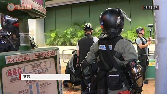 葵芳有防暴警察駐守。有線新聞截圖
