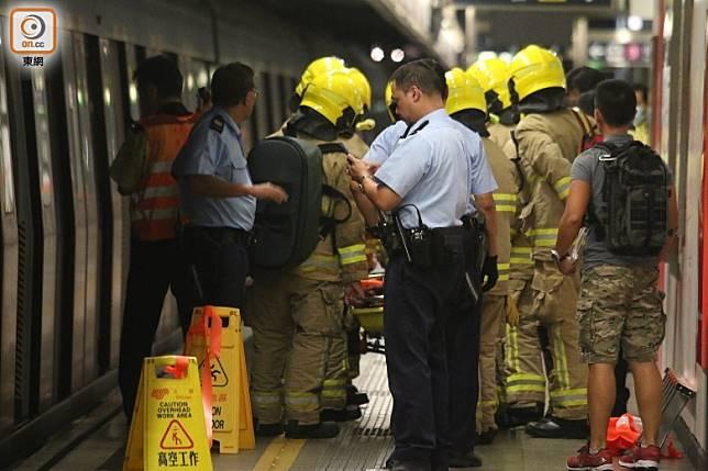 警方及消防員到場。(梁裔楠攝)