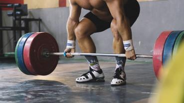 《第一次看奧運就上手!運動觀賽全攻略》選手力道瞬間爆發,魅力四射的力量競技—舉重