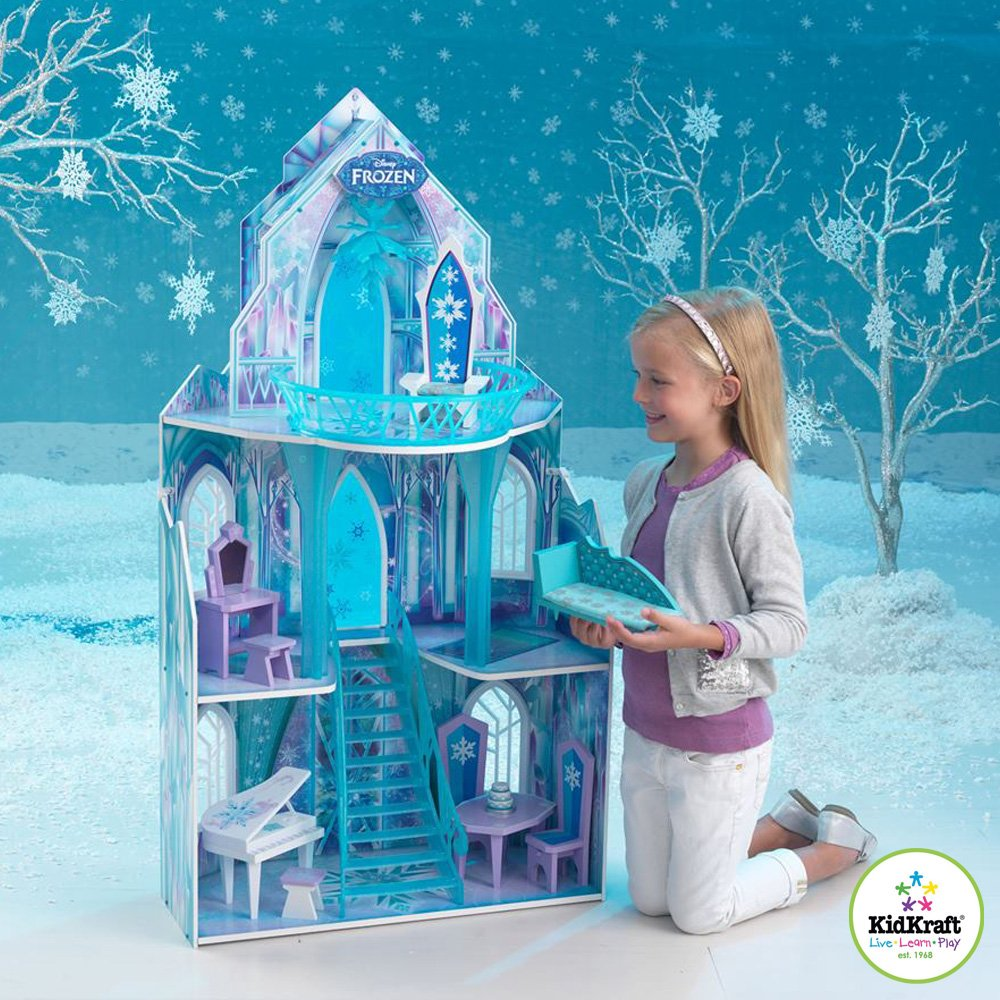 。迪士尼冰雪奇緣限定版. 台灣限量發行.。一同體驗迪士尼冰雪奇緣的冰宮城堡。娃娃屋根據冰許奇緣故事裡的冰宮城堡所設計.。含冰宮城堡內的11件精緻家具組與閃耀裝潢, 包含冰雪吊燈, 冰雪陽台, 夢幻公主