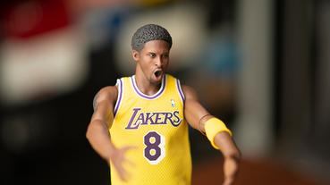 起點道具 / 一次收藏 Kobe 老大的最初與最後! NBA 推 12 吋超豪華雙人組合包