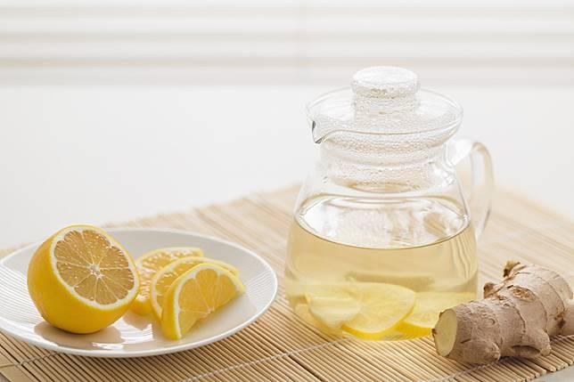 5 Alasan Ini Akan Meyakinkanmu Untuk Mulai Minum Air Lemon Setiap Pagi Secara Rutin
