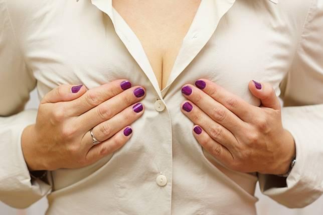 Ukuran Payudara Perempuan Dapat Memengaruhi Perilaku Pria