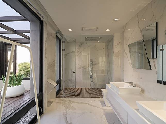 12. 白石與日光,難得而奢侈的沐浴時光