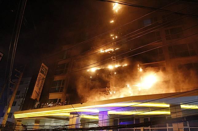 เพลิงไหม้โรงแรมกลางเมืองพัทยา นักท่องเที่ยวกว่า 400 ชีวิต หนีตายอลหม่าน