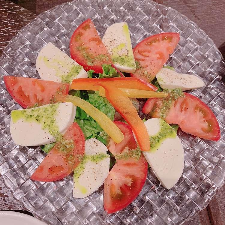 新宿区周辺で多くのユーザーに人気が高いトマトサラダ三平DININGのカプレーゼの写真