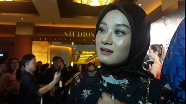 Dinda Hauw saat ditemui di Plaza Senayan, Jakarta Pusat, Selasa (25/6/2019) malam. [Sumarni/Suara.com]