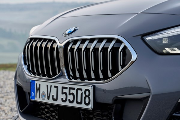 P90370555_highRes_the-all-new-bmw-2-se.jpg