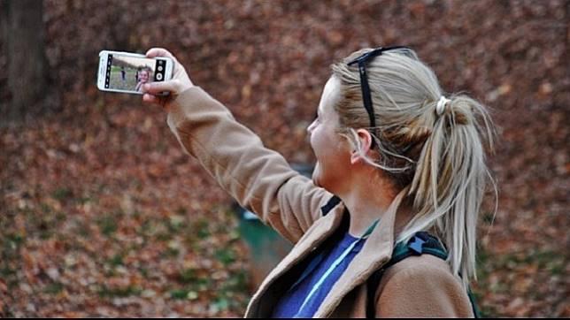 4 Trik Mudah Tampil Keren Saat Berfoto Selfie Dengan Sekali Jepret