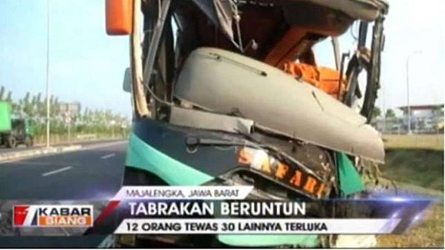 Tabrakan beruntun di Tol Cipali menyebabkan 12 orang meninggal dan 30 luka-luka.