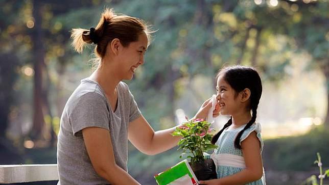 Kisah Perempuan Tangguh yang Rela Berjuang untuk Keluarga