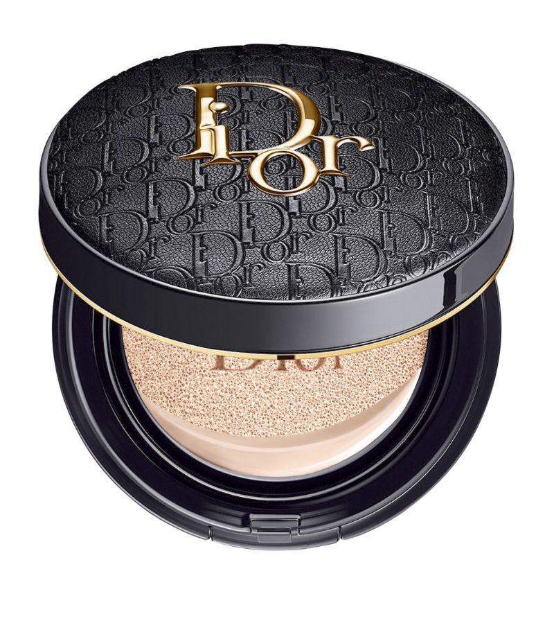 Boasting up to 24 hours of wear, Diors Forever Perfect Cushion foundation is key to feigning a flawl