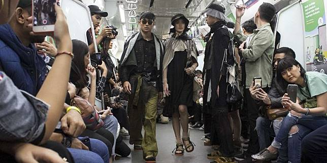 Fashion Show Diprotes Penumpang, MRT Jakarta Minta Maaf
