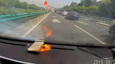 開車時iPhone放儀表板上,行車紀錄器直擊 iPhone爆炸兩次超驚悚