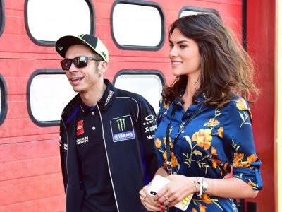 Model Seksi Italia Buka Suara Soal Hubungannya dengan Valentino Rossi