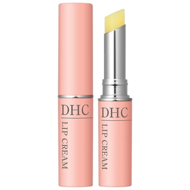 詳細介紹  添加了豐富的橄欖精華油,其成分近似於保護肌膚的皮脂膜。由於橄欖精華油具有極佳的滲透性,因此使用後不會產生不適的厚重黏膩感,擁有輕柔自然的膚觸,能在唇部形成一道薄紗般的保護層,溫和守護您的雙唇,加上成分中搭配了蘆薈等天然植物精華,能防止唇部乾裂,給予雙唇所需的營養及潤澤,使其煥發柔嫩的健康光澤,不論大人、小孩、年齡、性別皆適用。 ※ 此版本外盒為吊掛式包裝。   商品規格 商品簡述 DHC 超人氣明星商品!至高無上的潤澤持續力,水嫩雙唇一整天 品牌 DHC 規格 1.5g 原產地 日本 深、寬、高 3.5x2x12.5cm 淨重 1.5 g 保存環境 室溫 是否可門市/超商取貨 Y 商品屬性 有效期限 依外包裝顯示 妝廣字號 第105060344號