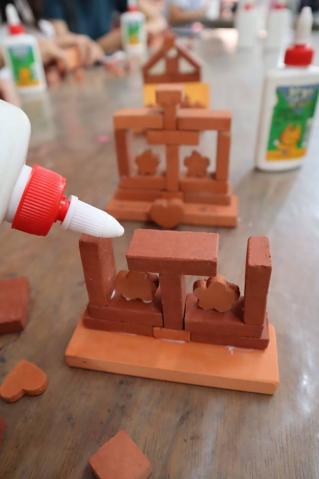 心急想快靚正完成,可用白膠漿黏合,小朋友都可輕鬆完成。(劉達衡攝)