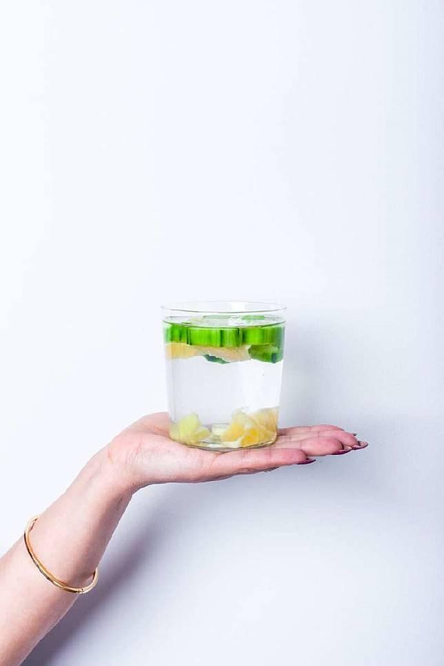 10 Manfaat Air Lemon Hangat untuk Badan dan Wajah