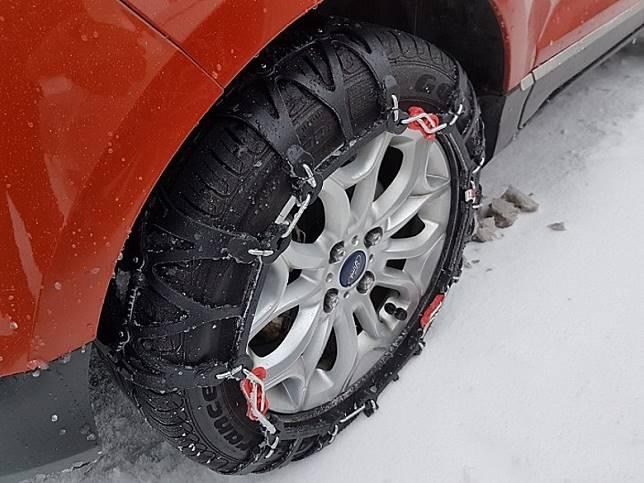 不少港人喜歡冬天去日本玩,租車時要預訂雪胎或雪錬以防冼軚。(互聯網)
