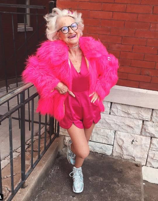 88歲奶奶Baddie_Winkle成少女時尚新指標:「我從沒覺得自己老過!」_(1).PNG