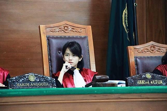 โซเชียลแห่แชร์ ผู้พิพากษาสาวหน้าเด็ก แท้จริงแล้วเธอคือใคร