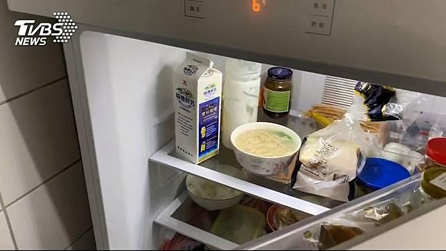 有網友請室友幫忙將雞湯冰進冰箱,意外引發搞笑事件。示意圖/TVBS