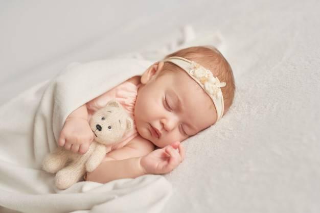 Ide Nama Bayi Perempuan yang Bermakna Keberuntungan