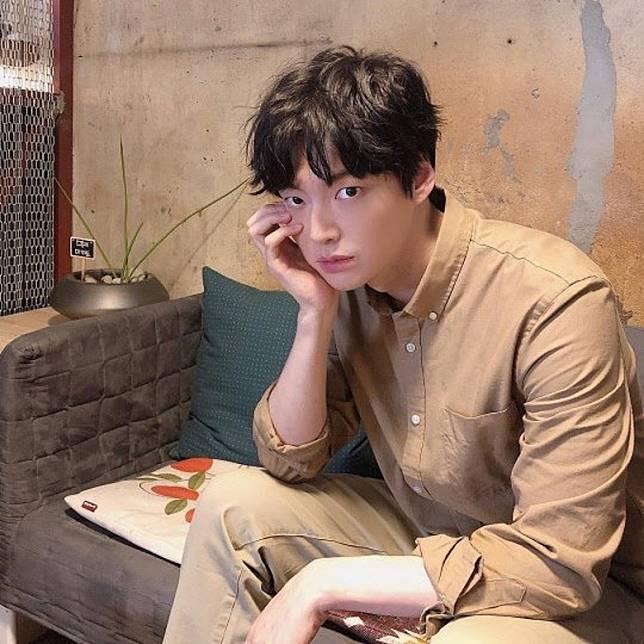安宰賢好老公形象一鋪清袋,被網民揶揄是「乳頭鑑定師」。