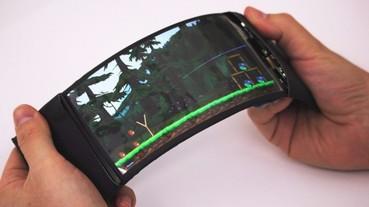 加拿大研發出真正的「可彎曲手機」 看漫畫、打電動更痛快!