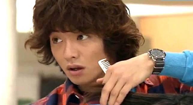 木村於《Beautiful Life》飾演理髮師,佢本身嘅髮型亦成為潮流指標。(互聯網)