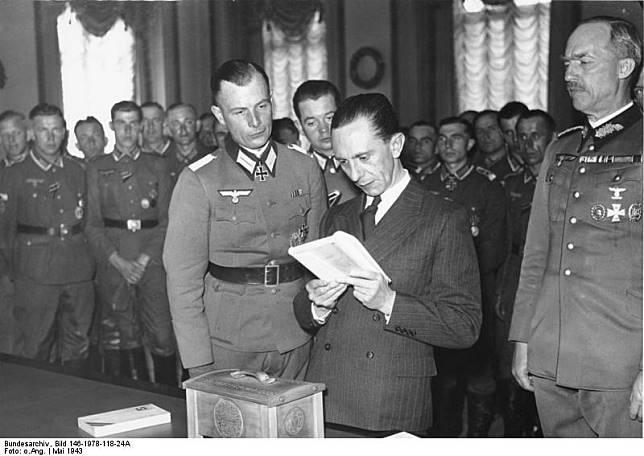 Joseph Goebbels, Kehidupan Si Kerdil yang Kejam