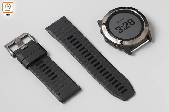 錶帶用上矽膠材質,相容於26mm QuickFit錶帶。(莫文俊攝)