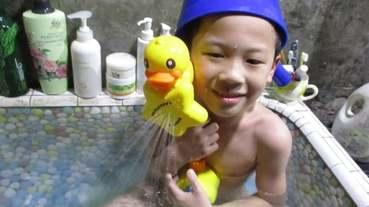 《 玩具開箱》兒童花灑戲水玩具【B.Duck小黃鴨】香港潮牌~好玩又萌趣,讓寶寶自此快樂愛洗澡。(酷比酷比)推薦!